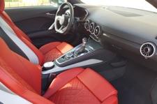 Vue de l'intérieur cuir rouge Audi TT mk3